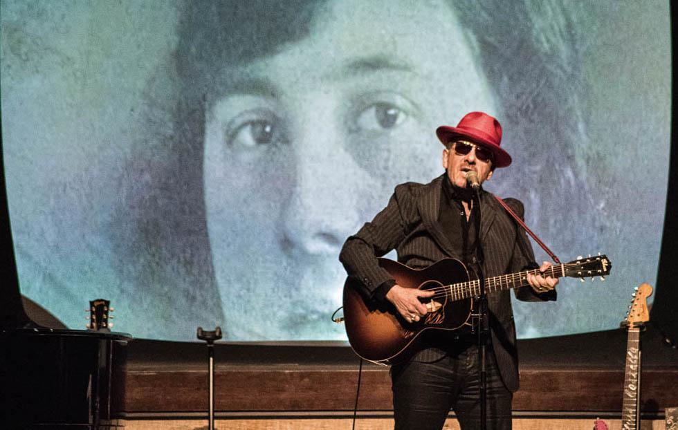 Het concert van Elvis Costello @ De Roma in 2017? Ik ben letterlijk gaan lopen. Zijn boek trouweloze muziek en verdwijnende inkt was ook niet veel beter.