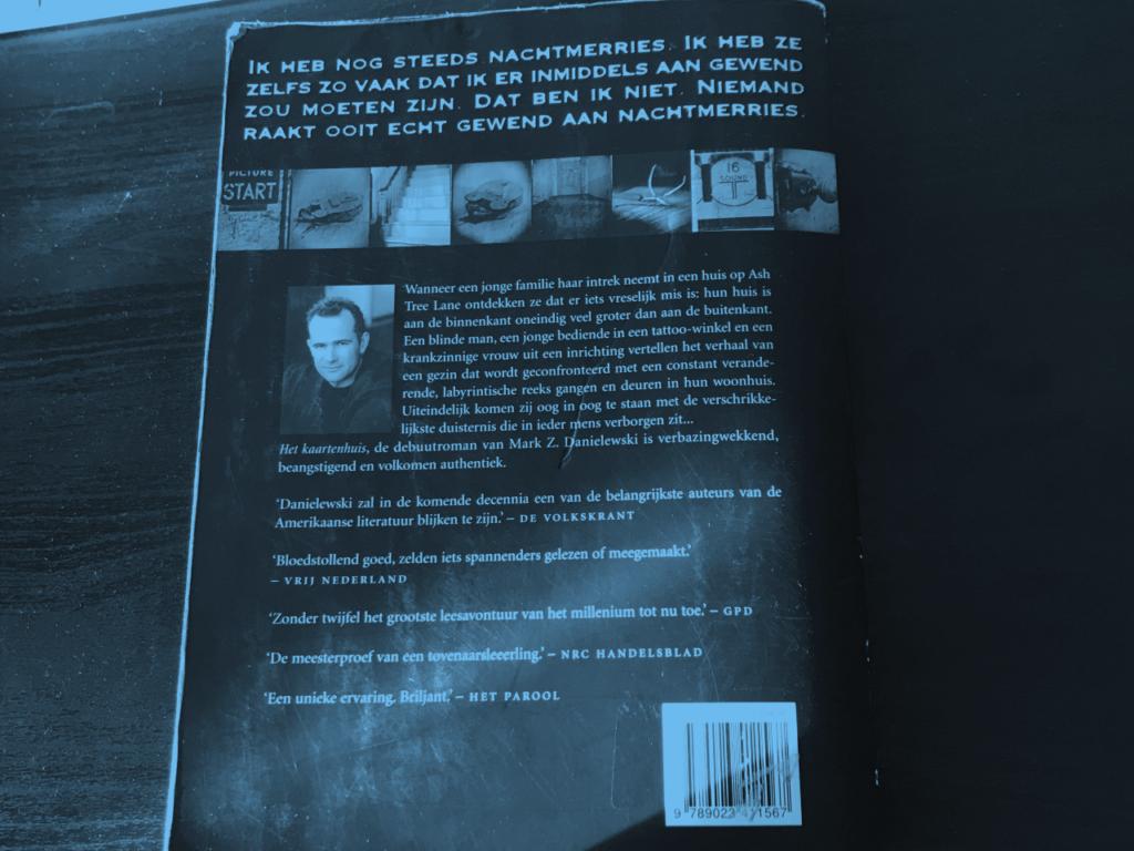 De achtercover van Het Kaartenhuis van Mark Z. Danielewski. Je moet deze gewoon gelezen hebben!