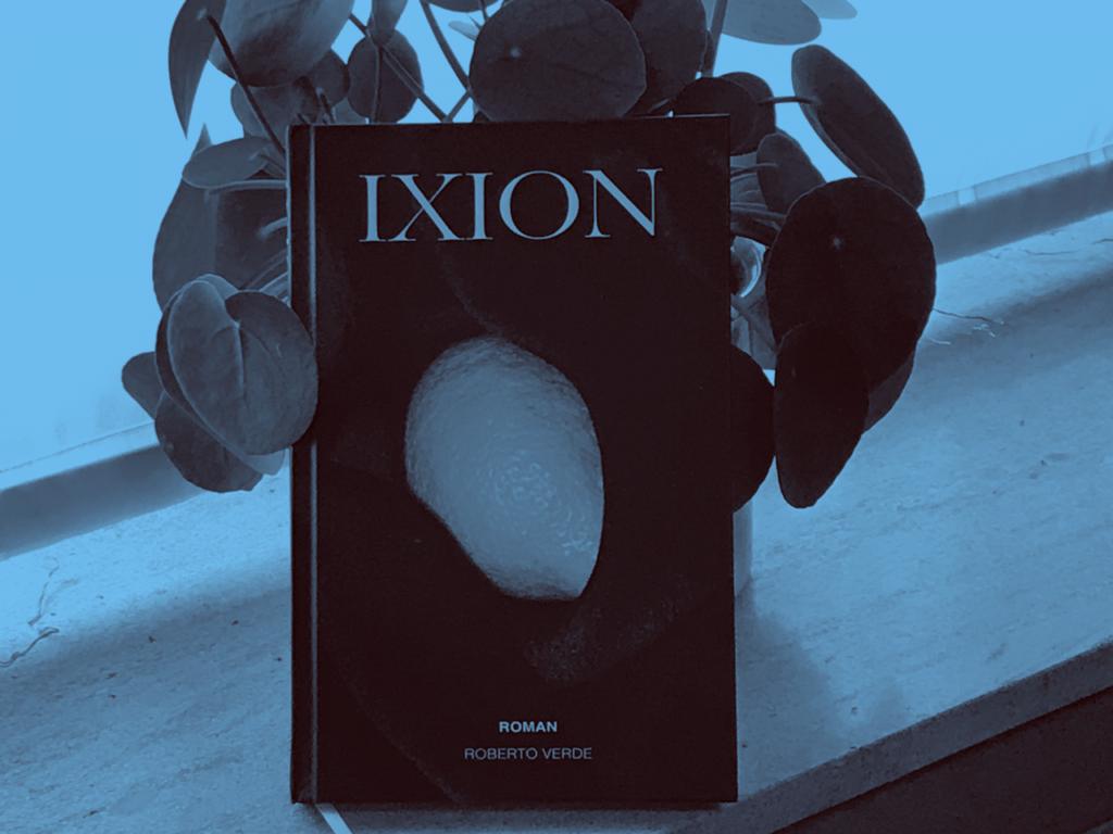 Ixion, de debuutroman van Robert Verde, met op de cover een citroen.